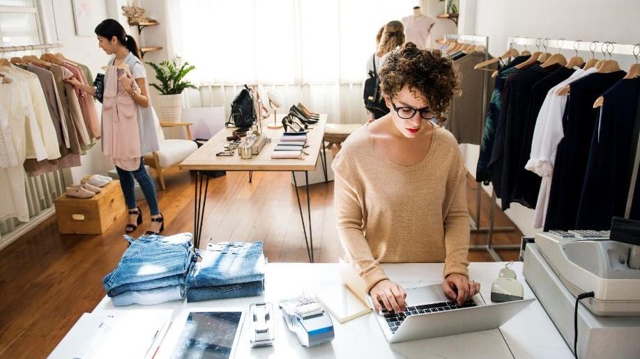 10 Dicas de como abrir uma loja de roupas de sucesso